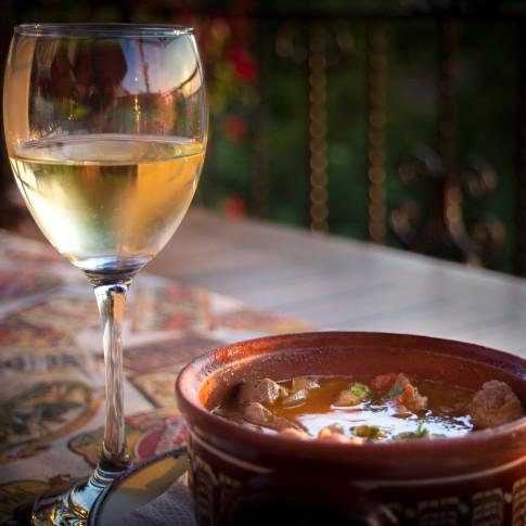Bulgarian Kavarma and white wine